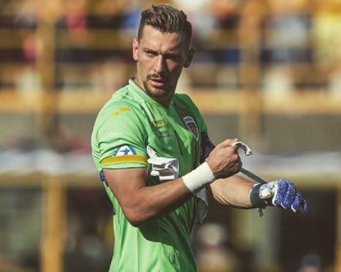 Portarul naționalei U21, Andrei Ionuț Radu, etalon de modestie! Este plin de bani, dar nu a uitat de unde a plecat. FOTO
