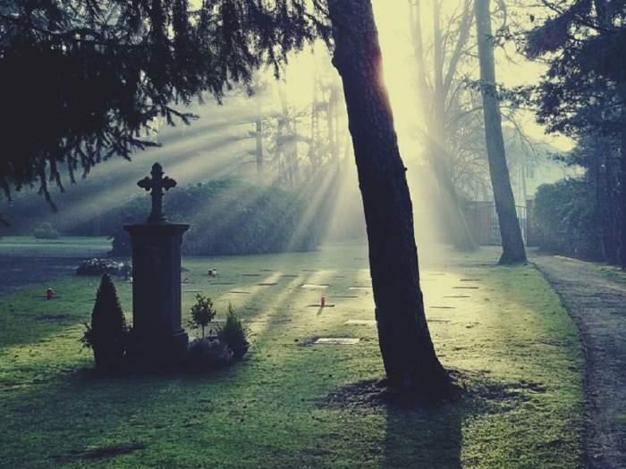 Botosănean jefuit în cimitir de o tânără cu care avea întâlnire, după ce a câștigat la păcănele
