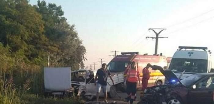 Impactul dezastruos într-o localitate din Buzău, luni dimineaţă! Două maşini s-au făcut praf