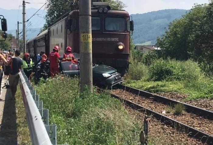 Doi soți din Bistrița, morți, după ce mașina lor a fost spulberată de tren