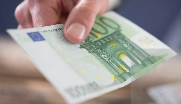 Curs valutar BNR azi, 3 iulie. Euro și dolarul cresc, iar lira sterlină se prăbușește