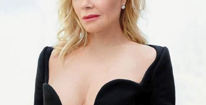 """Actriță celebră, surprinsă topless, pe un iaht de lux! Nici operațiile estetice nu au """"scăpat-o"""" de bătrânețe"""