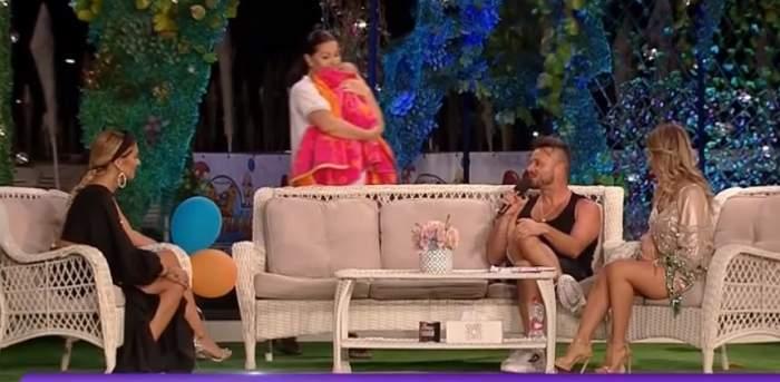 Gabriela Cristea și Tavi Clonda, în direct, cu micuța Iris! Cum stau cu pregătirile de nuntă și botez