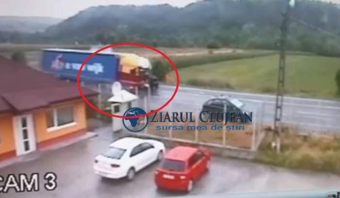 Accident mortal în Căpușu Mare, Cluj, după ce un TIR a spulberat un autoturism. Întreaga scenă a groazei, filmată! VIDEO