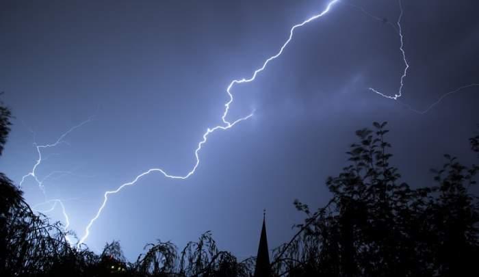 Avertizări sumbre de la meteorologi! Cod portocaliu și galben de furtuni și vijelii, în mai multe zone din România