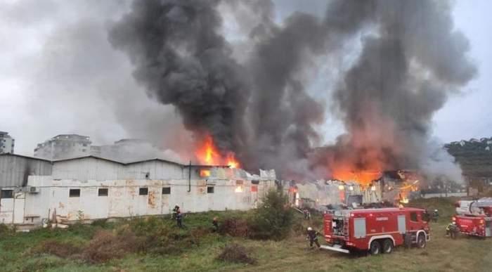 Incendiu, marţi dimineaţă, în Floreşti! Arde un depozit! Opt maşini de pompieri intervin