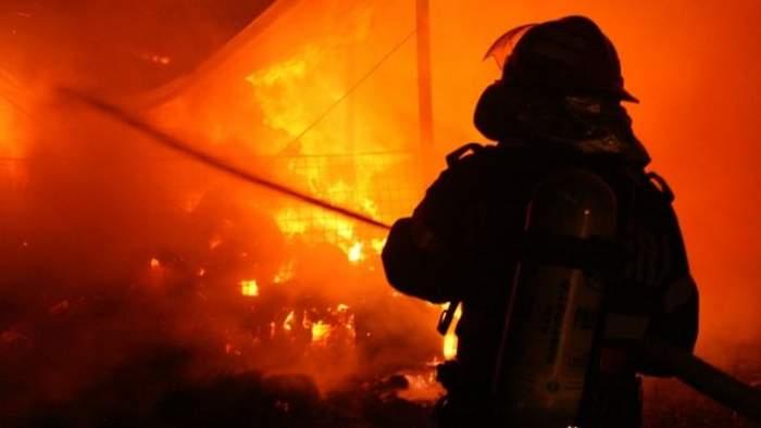 Caz şocant în Prahova. Un bărbat a murit în urma unui incendiu izbucnit din cauza unui ţigări