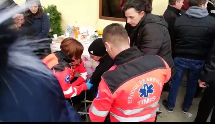 VIDEO / Durere fără margini. Mama copiilor arși de vii la Timișoara a leșinat la înmormântate