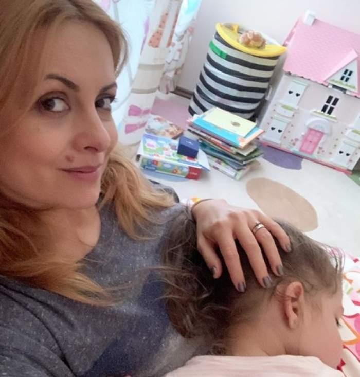 """Simona Gherghe, ipostază adorabilă alături de fetița ei. Le-a topit inimile fanilor. """"Cea mai bună pernă e mama"""" / FOTO"""