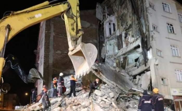 Seismul din Turcia face noi victime. Numărul morţilor creşte din oră în oră, iar mai mulţi răniţi sunt descoperiţi