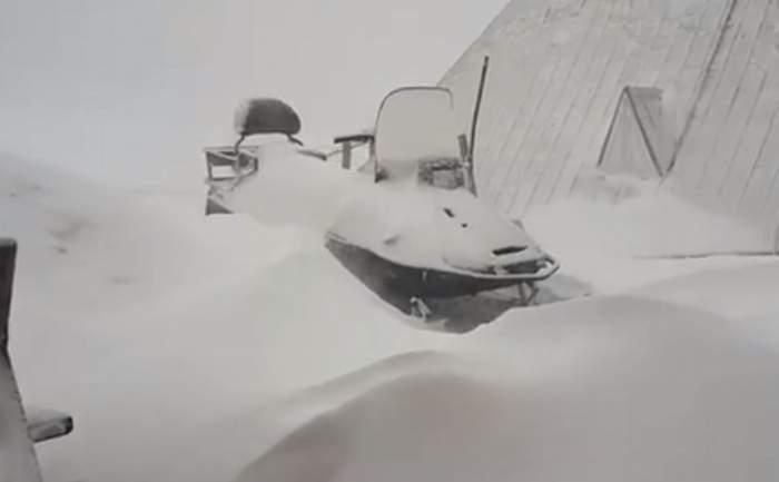 Tragedie pe o pârtie din Predeal. Doi adolescenți au furat un snowmobil, iar unul dintre ei a murit la spital