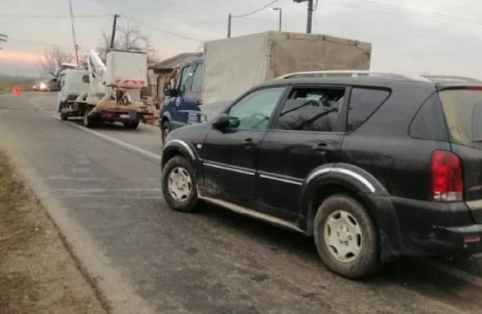 Tragedie în Olt! Un tânăr a murit când aştepta să treacă trenul, lângă maşină, după ce un şofer l-a spulberat
