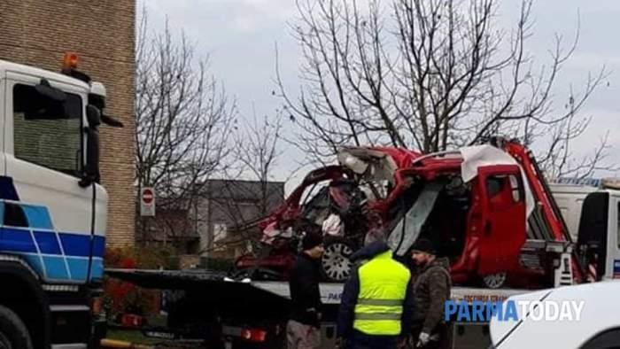 Tragedie în Italia! Un român a murit după ce maşina lui a intrat sub un camion