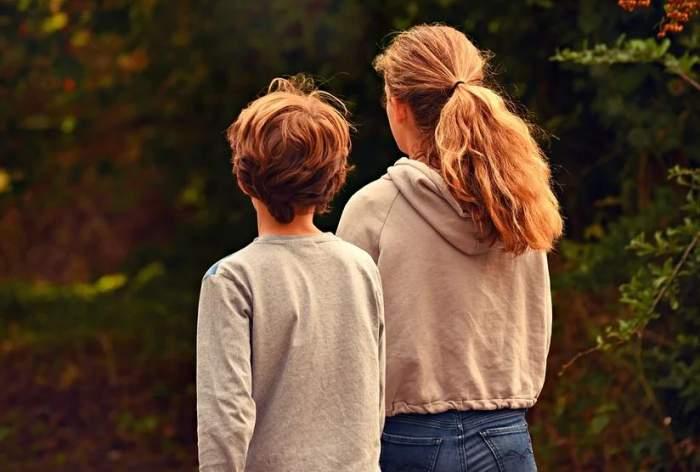 """Tragedie într-o familie din Florida! Un băiat de 9 ani şi-a înjughiat sora, în timp ce striga """"Mori, mori"""""""