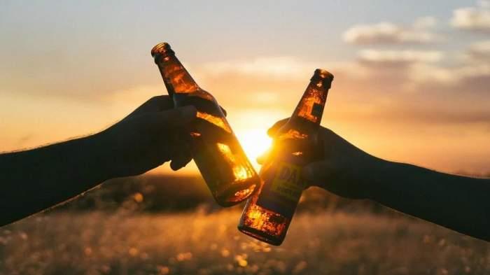 Alcoolul le-a luat minţile! Un bărbat din Bacău şi-a omorât amicul de pahar cu un topor