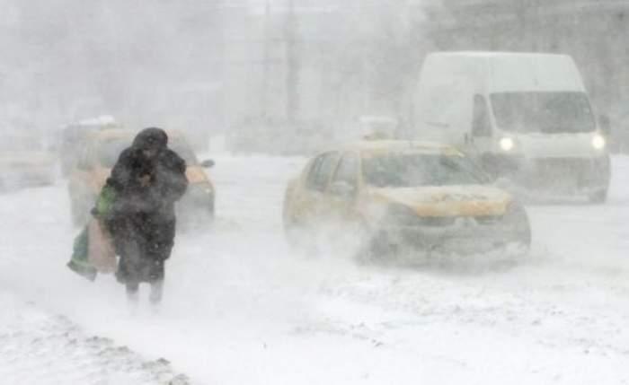 ANM a emis cod portocaliu! Zăpadă viscolită şi vânt puternic în următoarele ore