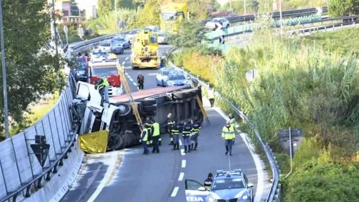 Imagine cu camionul în care a murit un șofer român de TIR. Tragedia a avut loc în Italia.