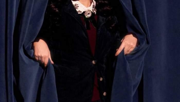 Indila a dispărut de pe Internet. Vedeta stă în spatele unei cortine.