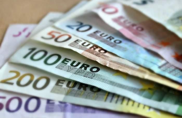 Suma ilustrativa cu bani
