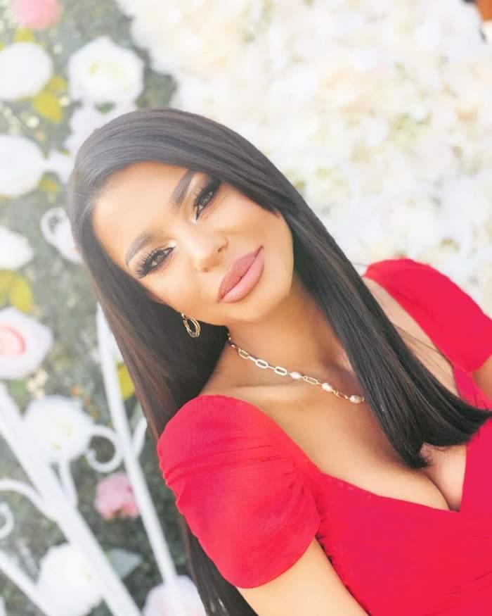 Ana Maria Mocanu în rochie roșie.