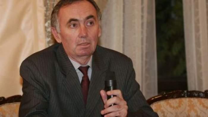 Radu Cin Cristea la o conferință de presă.
