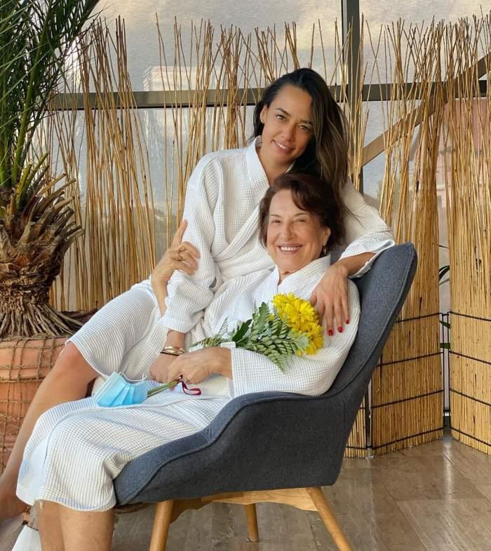Andreea Raicu și mama sa s-au fotografiat îmbrățișate