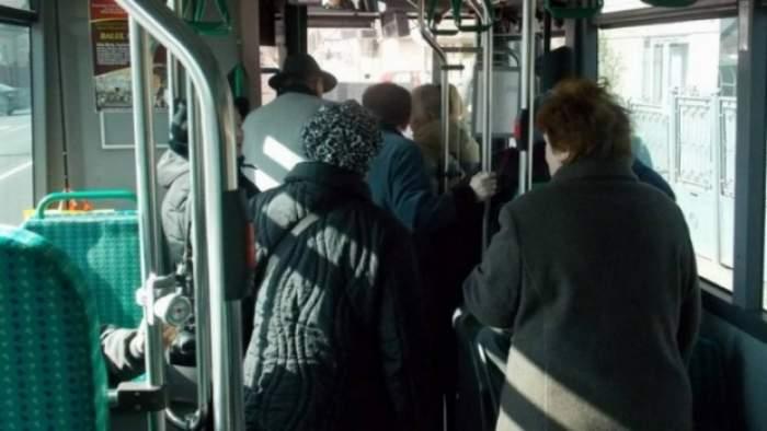 Femeie din Suceava, bătută cu bestialitate într-un autobuz. Agresorul credea că are Covid