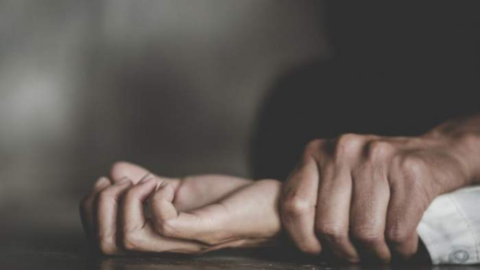 Bărbat care ar fi sechestrat și violat o adolescentă, plasat sub control judiciar. Motivul pentru care nu a ajuns în spatele gratiilor