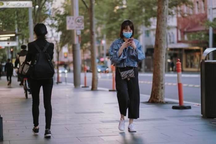 Masca de protecție, obligatorie în spațiile publice deschise din Germania și Bulgaria. Primarul Berlinului face un apel către cetățeni