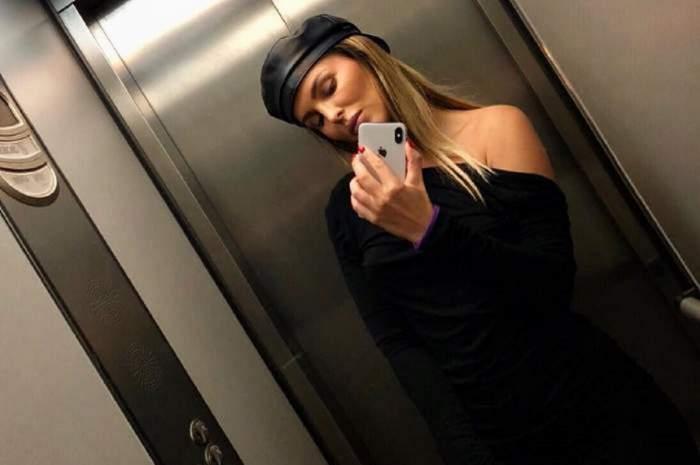 Denisa Nechifor si-a facu poza in oglinda din lift