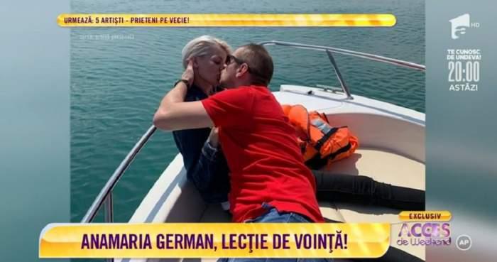 Anamaria German și iubitul ei se sărută. Cei doi stau pe o barcă.