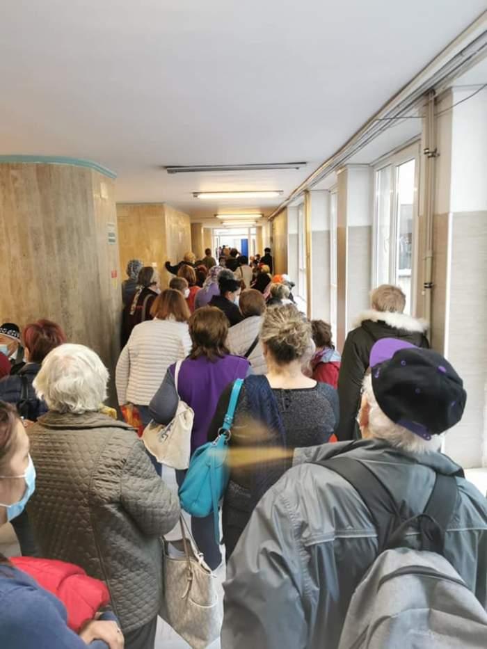 Imagine revoltătoare la Spitalul Fundeni! Zeci de bolnavi de cancer se înghesuie să facă testul de depistare al coronavirusului / FOTO