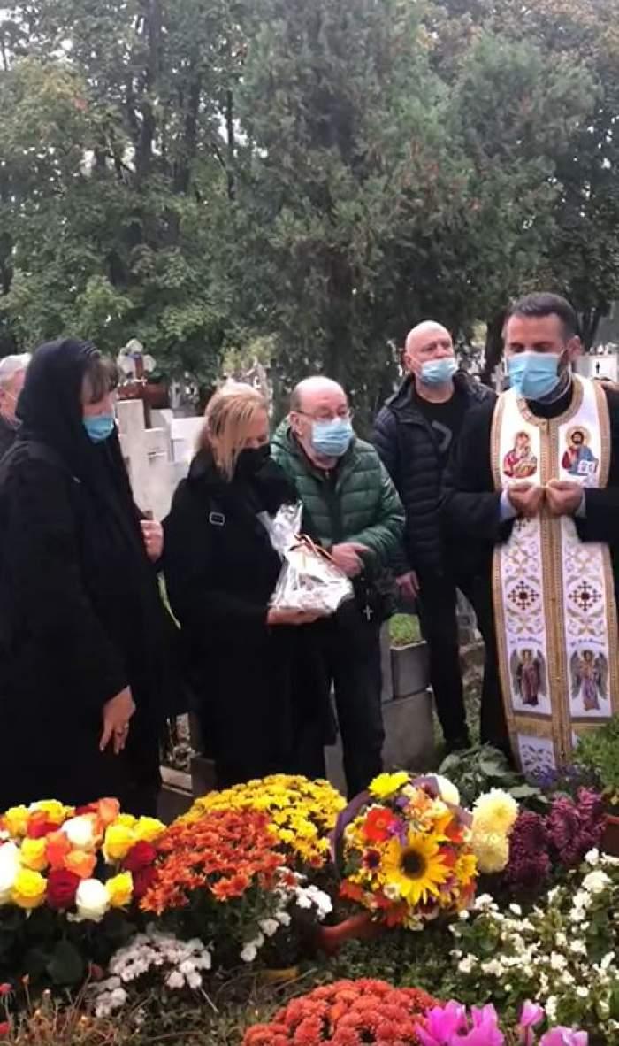 S-a împlinit un an de la moartea lui Mihai Constantinescu! Soția artistului, lacrimi și durere la parastasul cântărețului / VIDEO