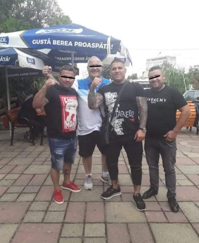 Adrian Corduneanu s-a fotografiat alături de antrenorul său și alți doi prieteni