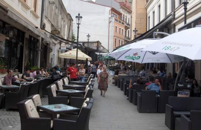 Fotografie cu terasele cluburilor din Cnetrul Vechi al Capitalei