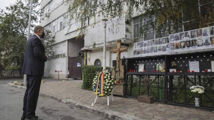 Klaus Iohannis a depus o coroană de flori pentru a comemora victimele clubului Colectiv! Ce lege va promulga astăzi președintele