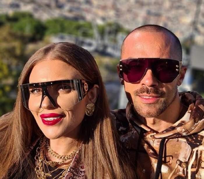 Oana Radu și partenerul ei, Cătălin, în vacanță. Cei doi poartă ochelari de soare.