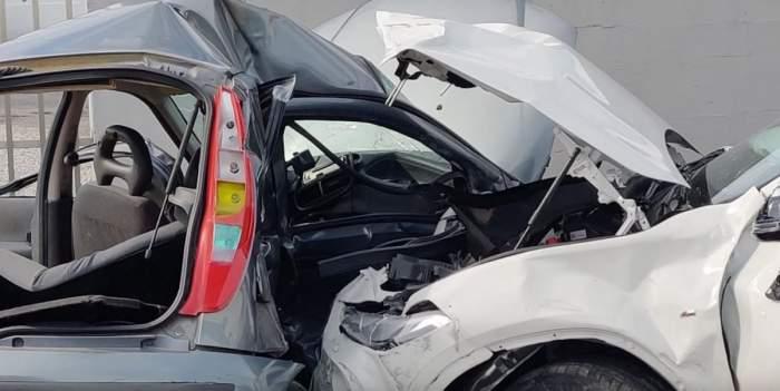 Accident în Italia. Două mașini s-au ciocnit puternic.