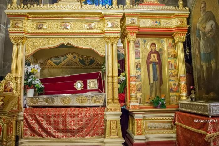 Racla cu moaștele Sfintei Parascheva de la Catedrala Mitropolitană Iași