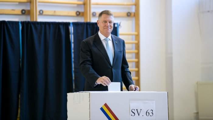 Klaus Iohannis votează la alegerile prezidențiale din 2019