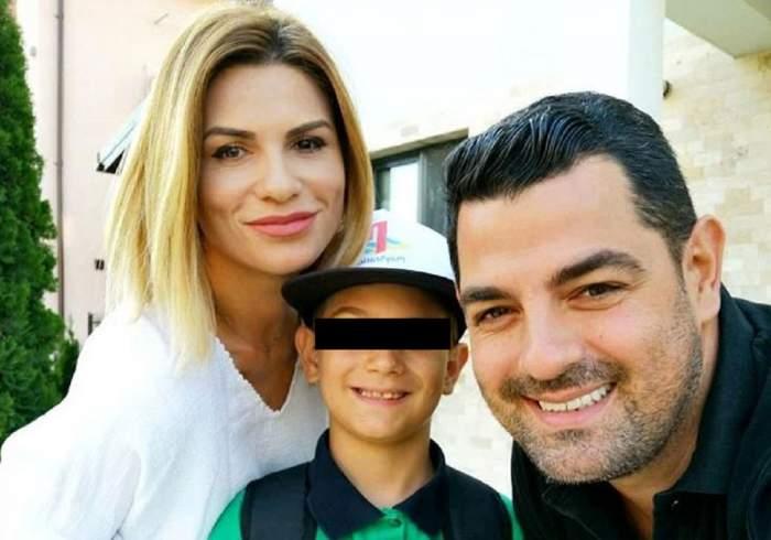 Ellie White alături de fiul și soțul ei. Artista poartă o bluză albă, iar Doru un tricou negru.