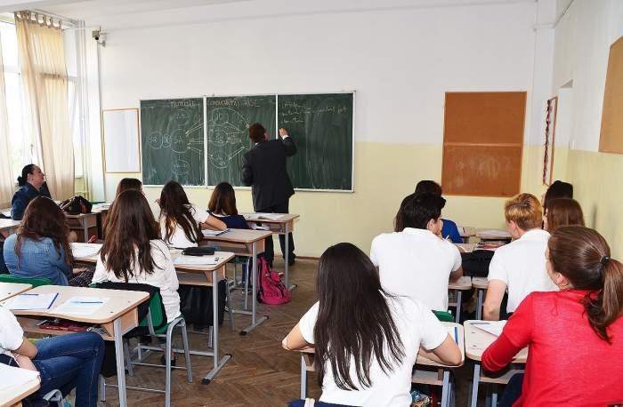 Se vor închide sau nu școlile, după explozia de noi cazuri de coronavirus