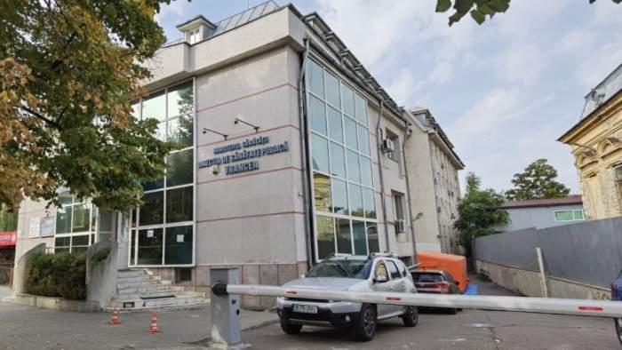 Un primar din Vrancea a dat afară reprezentanții DSP veniți în control. Niciun funcționar nu purta masca de protecție