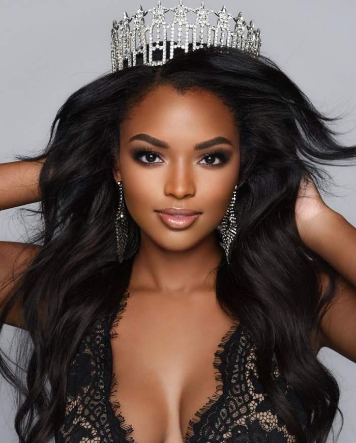 """Cine este Asya Branch, cea mai frumoasă femeie din Statele Unite. Câștigătoarea """"Miss SUA 2020"""" are propria linie de produse cosmetice"""