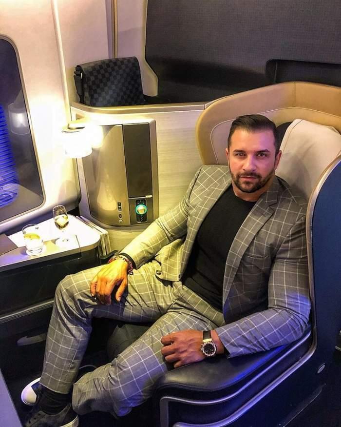 Alex Bodi în avion