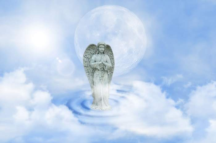 Înger Păzitor aflat în cer