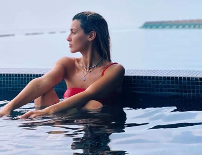 Alina Eremia în piscină