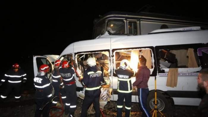 Accident teribil pe A1, unde un microbuz cu șapte persoane s-a răsturnat pe marginea drumului! O persoană a murit, iar alta este rănită