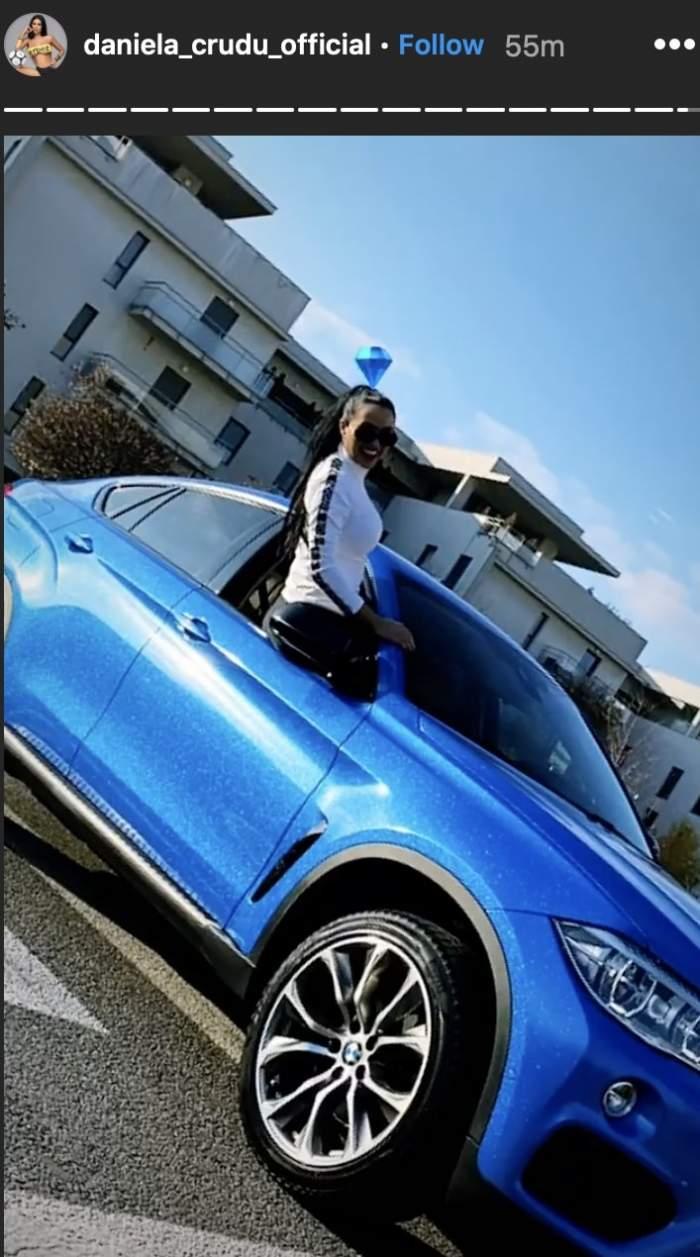 Daniela Crudu sta in masina ei albastra