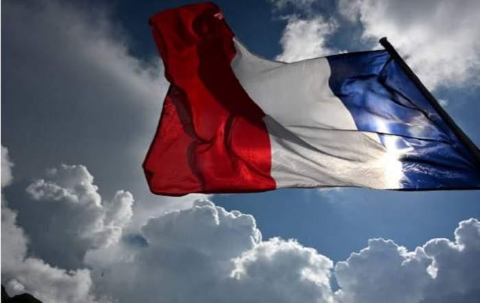 Imagine cu steagul Frantei in vant